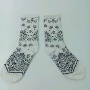 גרביים בנדנה לבנה